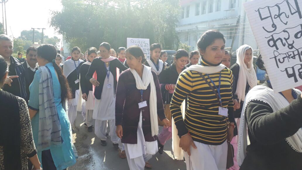 Vasectomy Fortnight mobilization rally flagged-off by Director Family Welfare, J&K. Students and field workers participate with great enthusiasm.