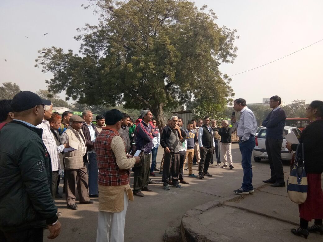 Bus depots & other public spaces targeted to disseminate the message of active male participation in family planning. Dr. Dharamendra, DNO, NRHM, SE district, Delhi motivates the community to opt for NSV.