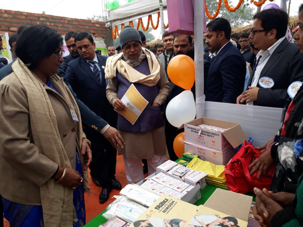 Shri. Nitish Kumar, Hon'able Chief Minister of Bihar at the Family Planning counter as state observed Aarogya Diwas.