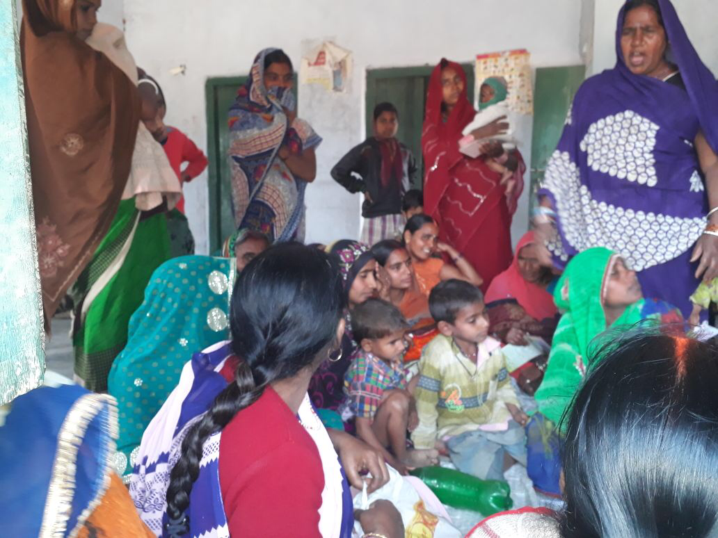 Women in Rohtas, Bihar stand up as torchbearers of empowerment. Gather with mother-in-laws in Saas Bahu Sammelans to discuss the importance of family planning & how it benefits the health of mothers & babies.