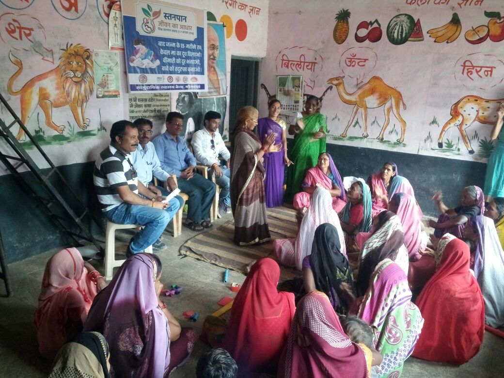 Women from across districts in Madhya Pradesh eagerly gather to discuss issues concerning family planning & reproductive health